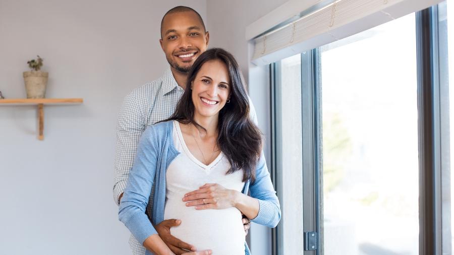 A chegada dos filhos não precisa significar o fim da relação a dois - iStock
