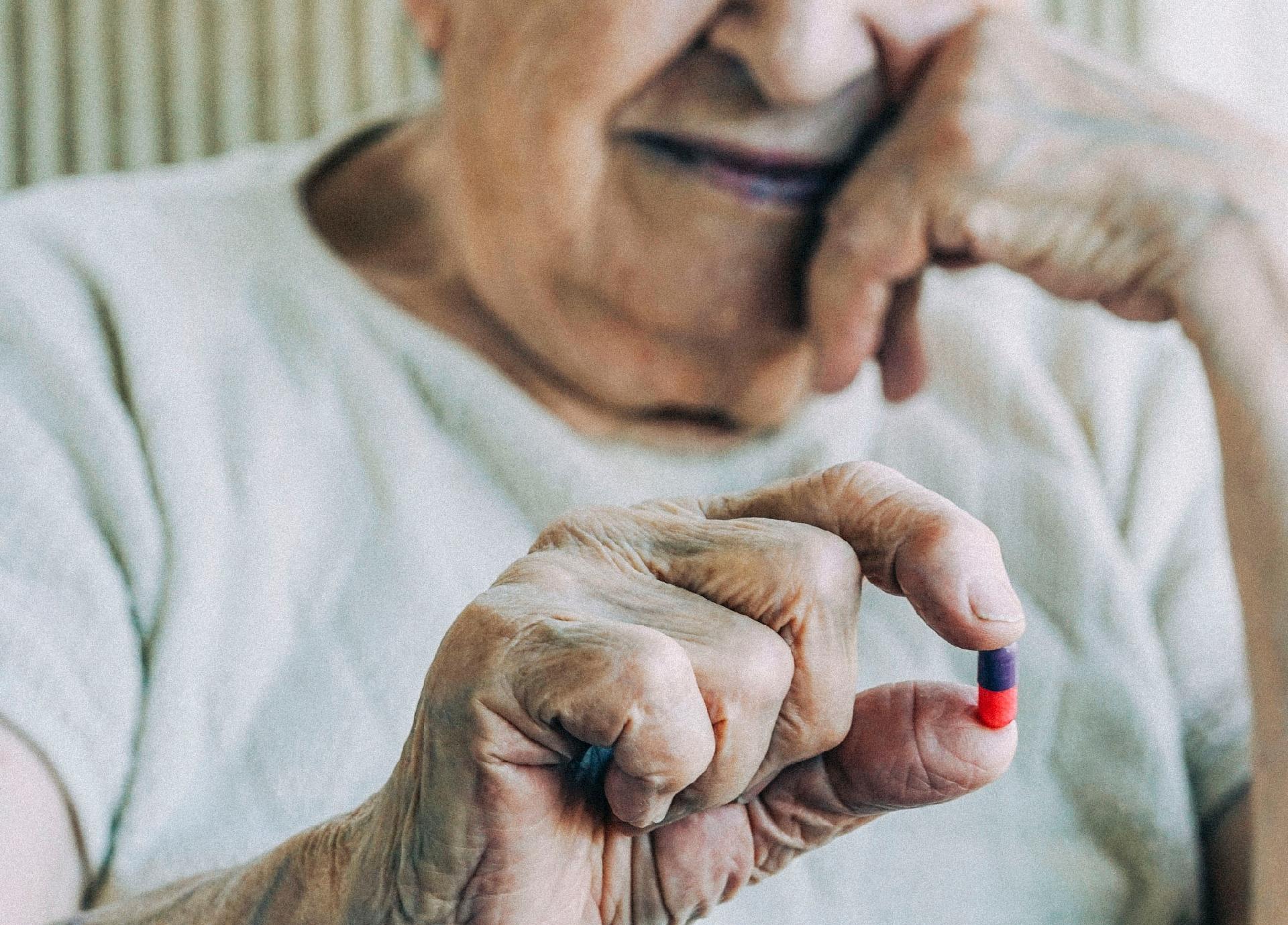 Falta de B12 provoca demência em idosa por 5 anos; entenda melhor como