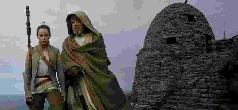 Daisy Ridley (Rey) e Mark Hamill (Luke) em cena de Star Wars: Os Últimos Jedi - Divulgação
