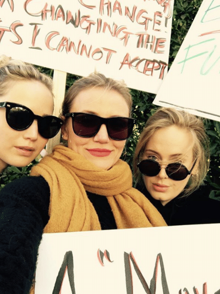 Jennifer Lawrence protesta com Adele e Cameron Diaz pelos direitos femininos - Reprodução