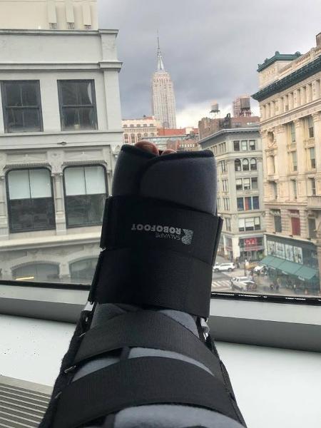"""Após quebrar o pé, Xuxa deve ficar mais um mês de """"molho"""" - Reprodução/Facebook/xuxameneghel"""