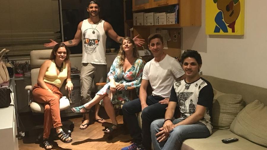 """Rastapé no estúdio com Tato do Falamansa e Janaína, que fez backing em """"Olha Aí"""" - Divulgação"""