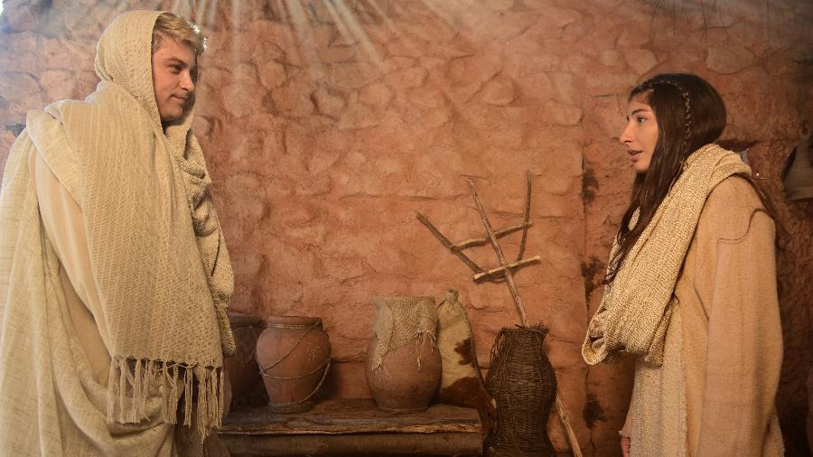 "Anjo Gabriel (Raphael Sander) e Maria (Juliana Xavier) em ""Jesus"", novela da Record - Blad Meneghel/Record"
