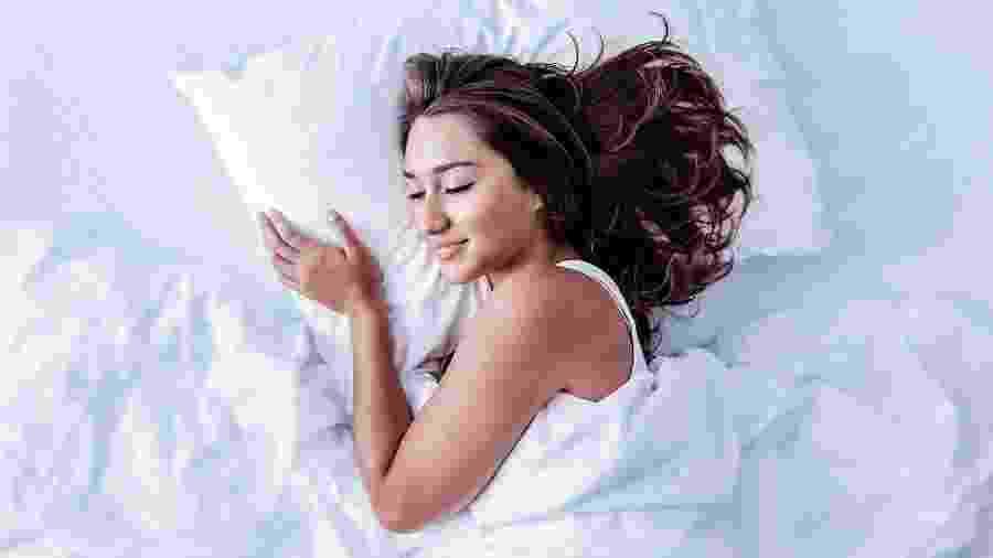Para acordar com a energia lá em cima, é preciso passar bem pelas quatro fases do sono --e a alimentação pode ajudar na produção dos hormônios necessários para isso - iStock