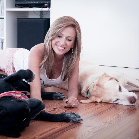 Luisa Mell com os labradores Gisele e Marley - Peu Robles/Folhapress
