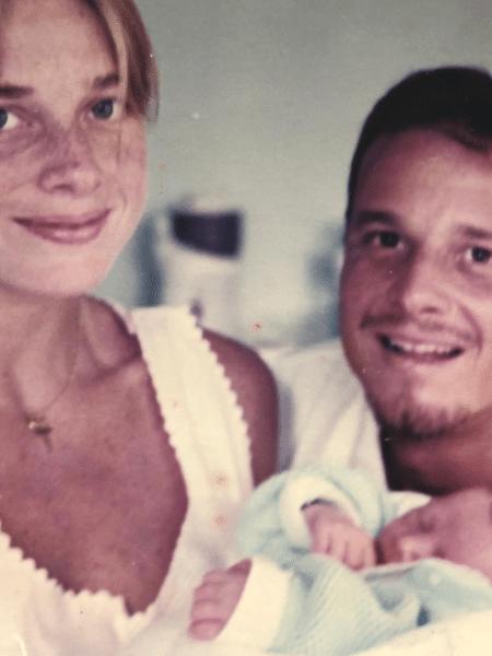 Leticia Spiller e Macello Novaes com o filho, Pedro, em foto de 22 anos atrás - Reprodução/Instagram