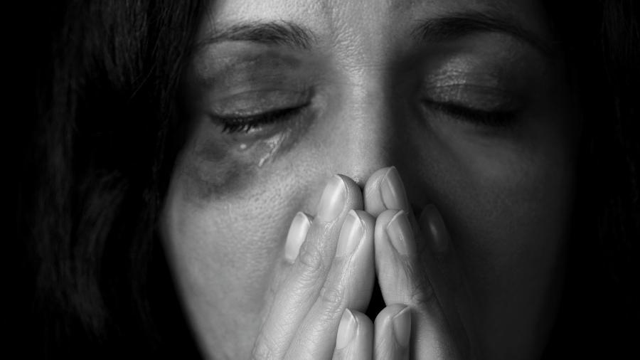 Metade dos feminicídios ou tentativas acontece após um pedido de separação, como no caso de L., cujo marido tentou matá-la por não aceitar o divórcio - Getty Images/iStockphoto