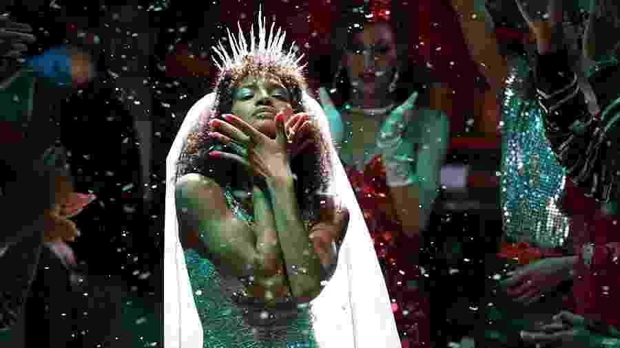 """A série """"Pose"""" retrata o efeito da pandemia da HIV/AIDS na comunidade LGBTQ+ de Nova York durante os anos 1980 e 1990 - Divulgação"""