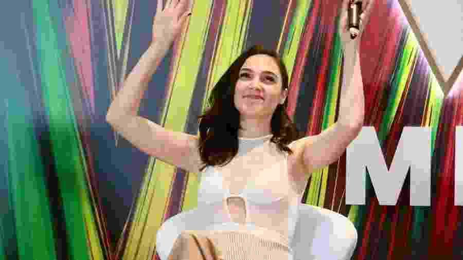 Intérprete da Mulher-Maravilha, a atriz Gal Gadot posou para fotos durante sessão em São Paulo, antes de visitar a CCXP - Iwi Onodera/UOL