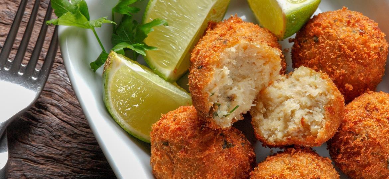Bolinho de bacalhau é uma opção para as sobras da carne e pode ser incrementado com outros ingredientes - Getty Images/iStockphoto