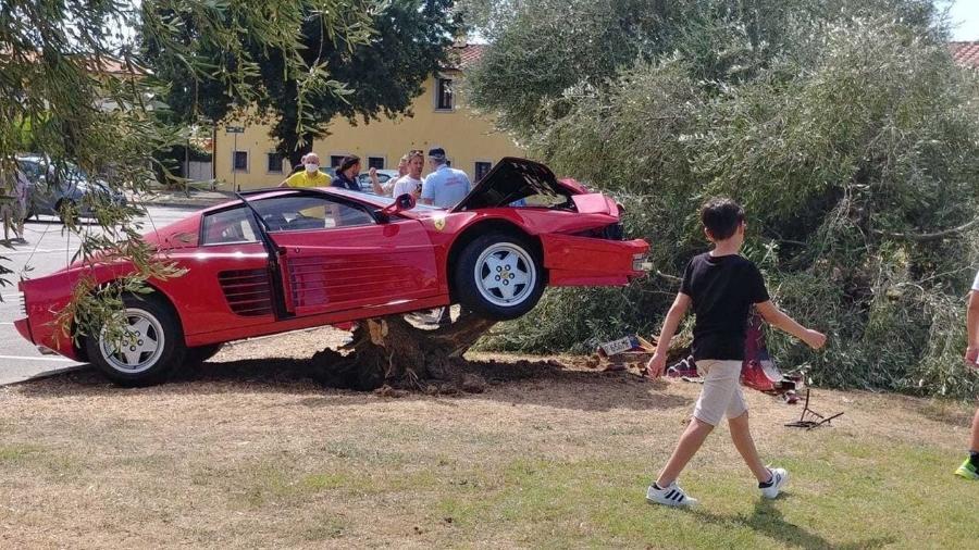 Ferrari Testarossa é destruída na Itália - Reprodução