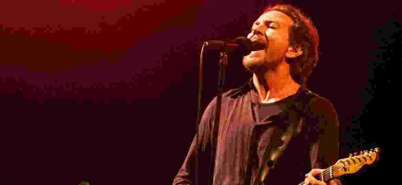 Eddie Vedder é um dos destaques da edição do festival; o Pearl Jam sobe no palco principal do evento no sábado (24) - Nede Losina /UOL