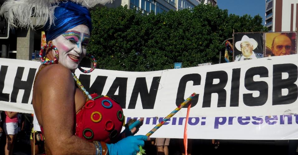 9.fev.2016 - Banda de Ipanema faz último desfile de 2016 homenageando músicos do país, como Edu da Gaita e o compositor Maurício Pinto