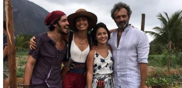 """Gabriel Leone, Camila Pitanga e Giullia Buscacio choraram bastante por saudades de Domingos Montagner na volta das gravações de """"Velho Chico"""", após a morte do ator - Reprodução/Instagram"""