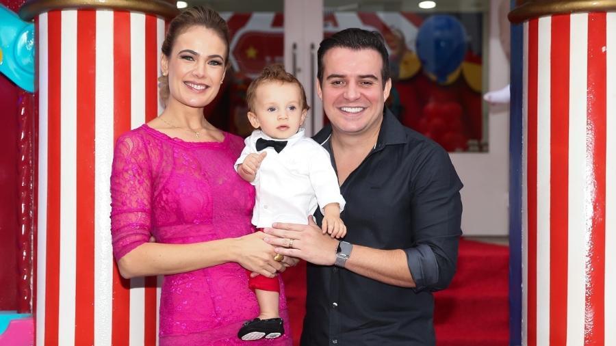 Thaís Pacholek e Belutti comemoram o 1º aninho do filho, Luíz Miguel, em um buffet de São Paulo - Manuela Scarpa/Brazil News