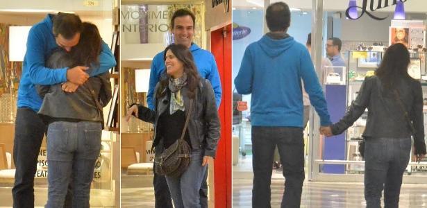 """Tadeu Schmidt, apresentador do """"Fantástico"""", passeia com a mulher, Ana Cristina, em shopping no Rio de Janeiro"""