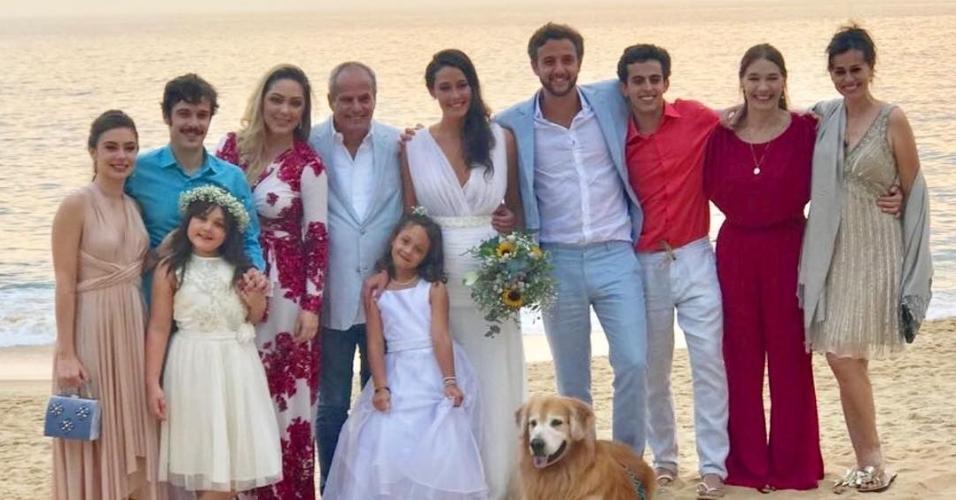 Jayme Monjardim, Jayme Matarazzo, Daniela Escobar, mãe de André Matarazzo, a noiva Maria Fernanda, o noivo, o cineasta Rodrigo Fleury, a cantora Tânia Mara