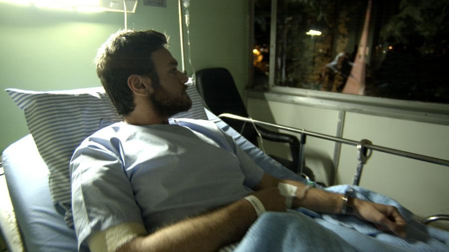 """Rubinho (Emilio Dantas) no hospital em """"A Força do Querer"""" - Reprodução/GShow"""
