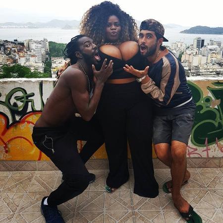 Jojo Todynho entre Sabiá (Jonathan Azevedo) e Kikito (Marcos Junqueira) - Reprodução/Instagram