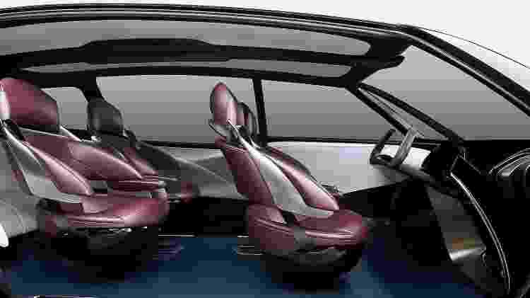 Fine-Comfort Ride acomoda até seis pessoas e assentos podem ser rearranjados para que todos fiquem virados para dentro - Divulgação
