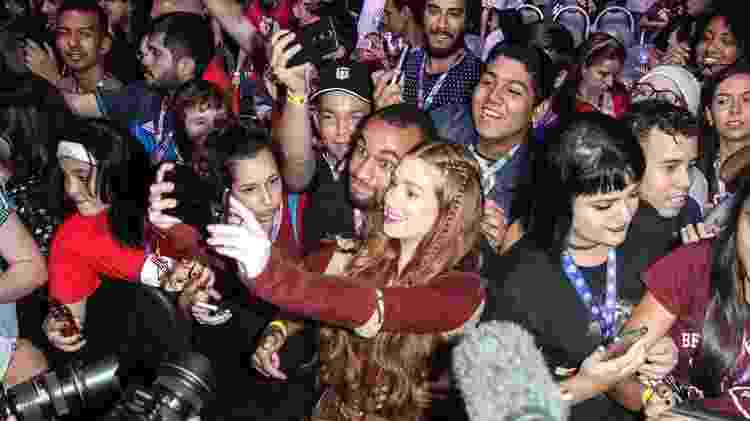 Marina Ruy Barbosa tira selfies com o público da CCXP - Amauri Nehn/Brazil News - Amauri Nehn/Brazil News