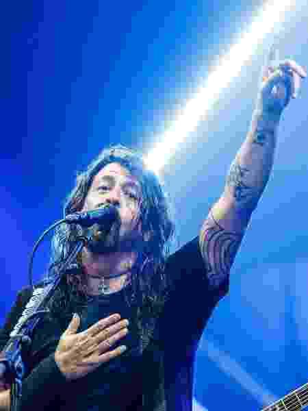 Dave Grohl, vocalista do Foo Fighters, saúda o público em show no Brasil - Lucas Lima/UOL