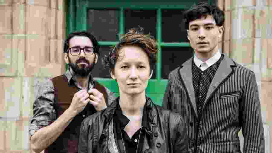 Sons of na Illustrious Father: Josh Aubin, Lilah Larson e Ezra Miller - Divulgação