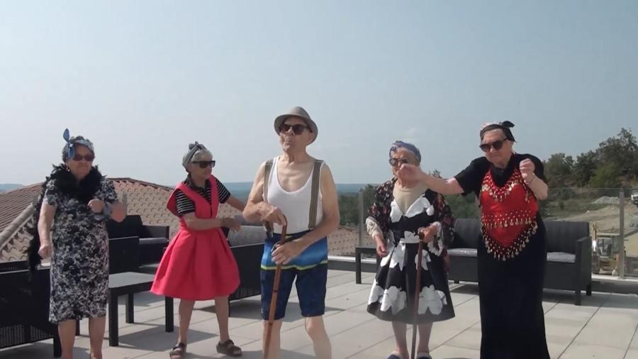 """Grupo de velhinhos dança ao som da música """"Mafiosa"""" em Portugal - Reprodução"""