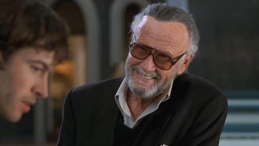 """Stan Lee em cena de """"Barrados no Shopping"""" - Reprodução"""