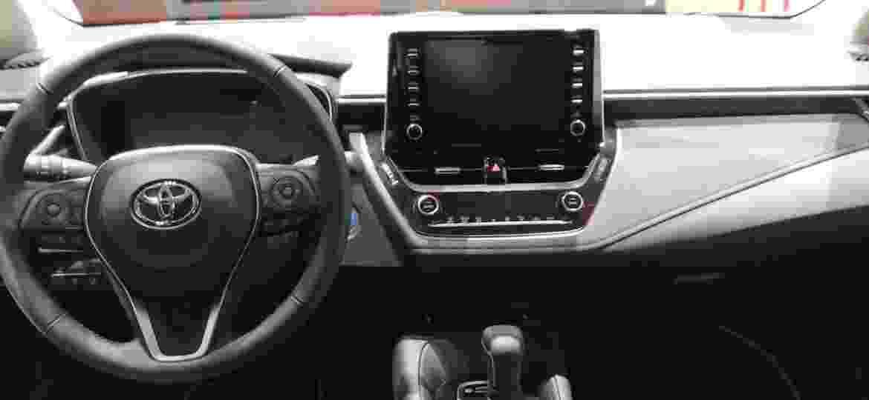 Painel do Toyota Corolla será basicamente idêntico ao da versão europeia - Ricardo Ribeiro/UOL