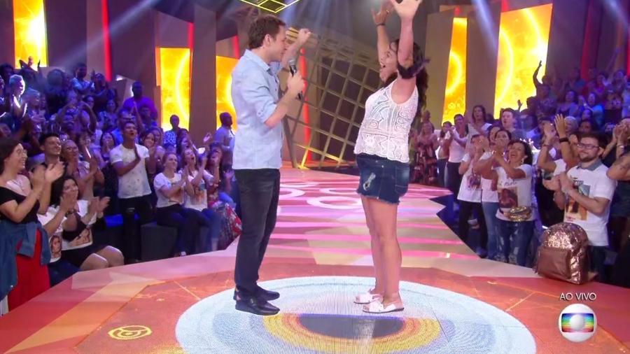 Tiago Leifert conversa com Tereza após a eliminação da sister - Reprodução/TvGlobo