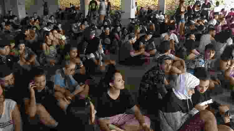 Público aguarda instruções após alertas de mau tempo no Lollapalooza - Felipe Branco Cruz/UOL