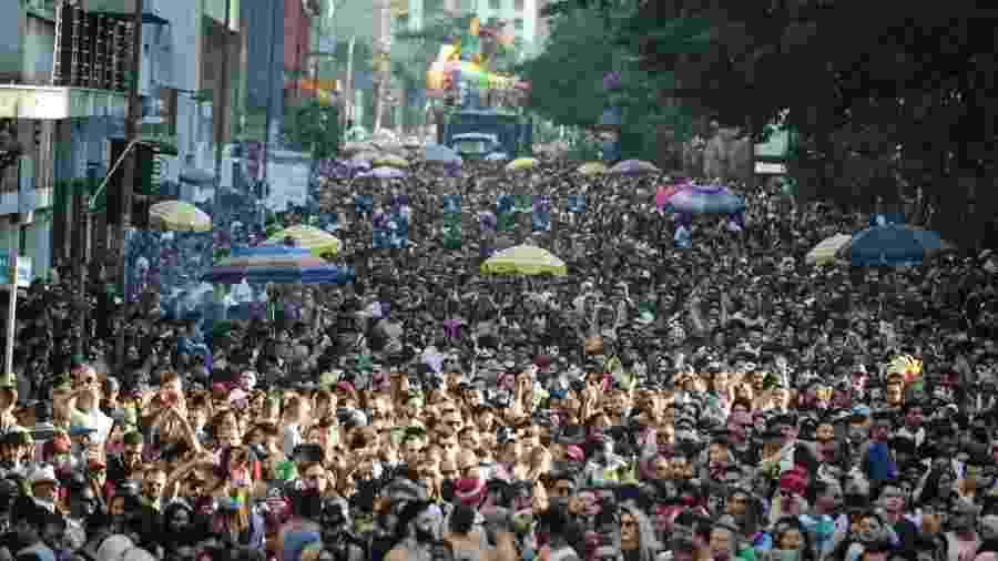 Público durante a Parada LGBTQ+ em São Paulo neste domingo (23), na Avenida Paulista - Jardiel Carvalho/UOL