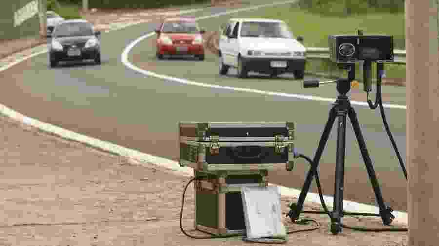 Radar móvel radares móveis multa excesso velocidade fiscalização trânsito - Silva Junior/Folhapress