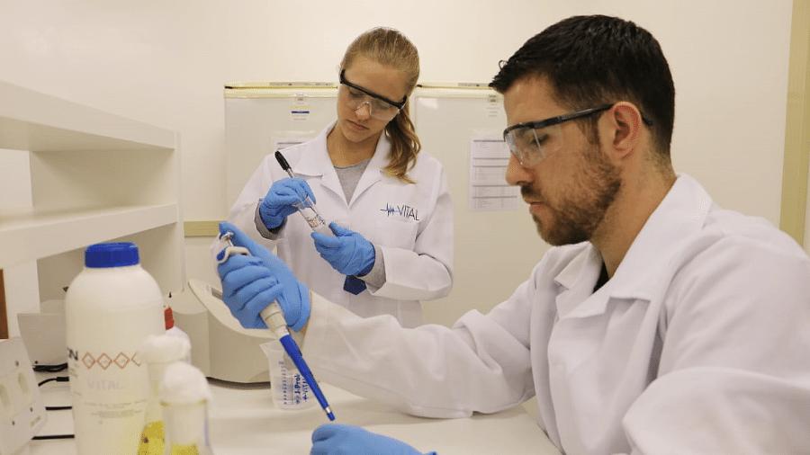 Juliana Hoch e Eduardo Rodrigues criaram no curso técnico uma alternativa para facilitar o transplante de órgãos - Arquivo pessoal
