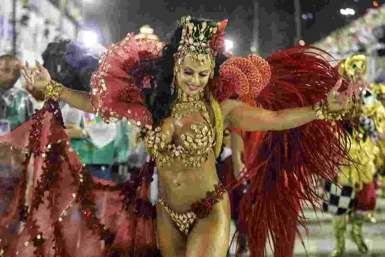 Viviane Araújo, rainha de bateria do Salgueiro, no desfile das campeãs na Sapucaí - Luciola Villela/UOL
