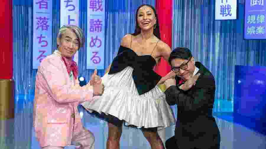 """Sabrina Sato com Yoshi San e Mr. Fu, apresentador e juiz do quadro """"Made in Japão"""" - Edu Moraes/Record"""