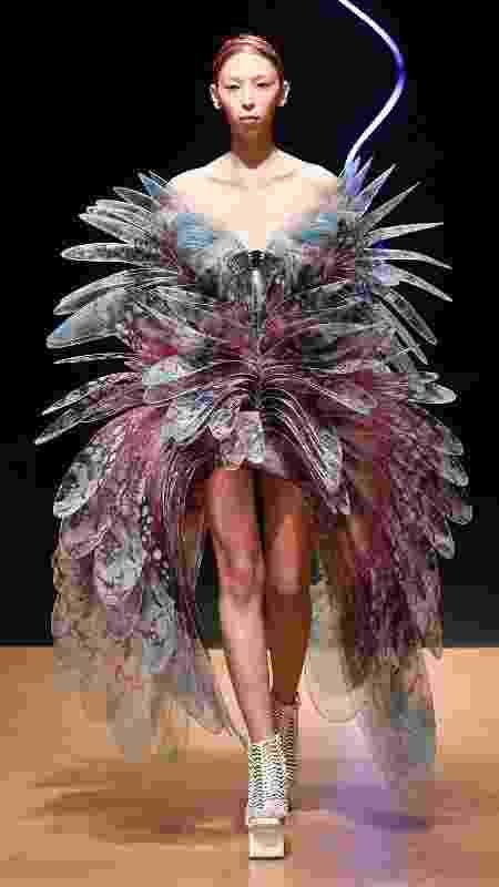 Desfile da alta-costura da coleção primavera/verão de Iris Van Herpen na Semana de Moda de Paris - Peter White/Getty Images - Peter White/Getty Images