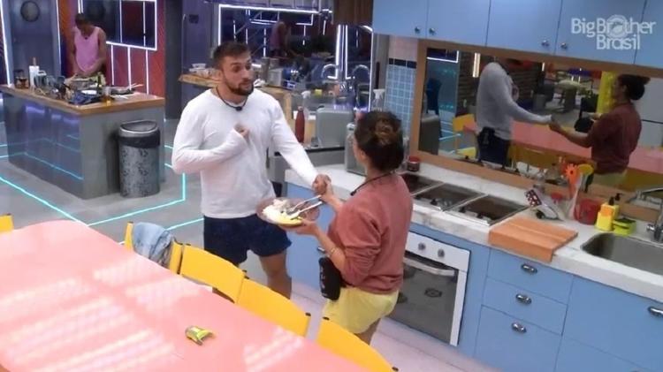 BBB 21: Arthur dá conselhos para Juelitte se sair bem no confinamento - Reprodução/Globoplay - Reprodução/Globoplay