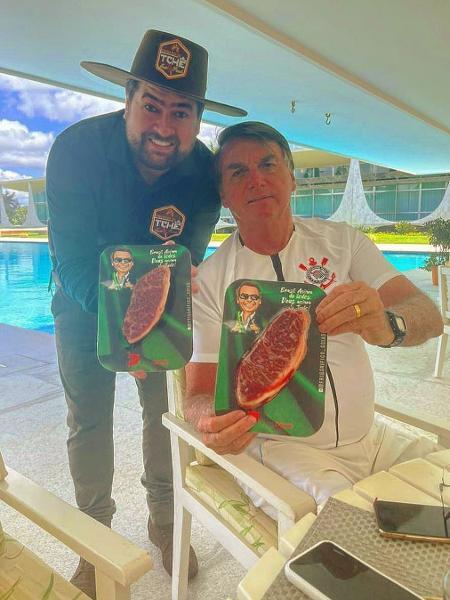 """""""Tchê"""" ao lado de Bolsonaro: foto publicada nas redes sociais - Reprodução"""