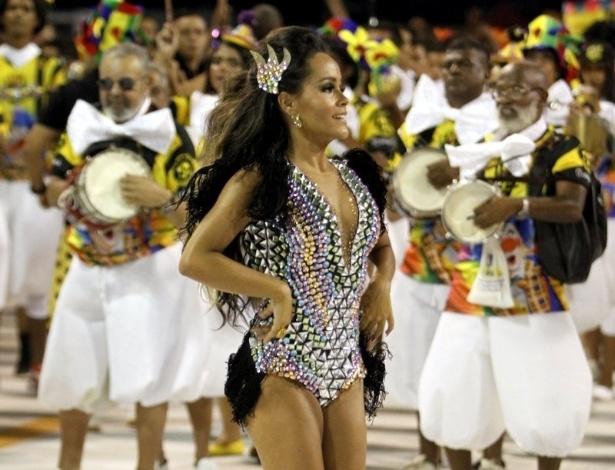 31.jan.2016 - Com apenas 17 anos, Raphaela Gomes sambou muito como a rainha da bateria da São Clemente, durante ensaio técnico, no Rio de Janeiro.