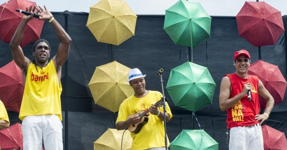 07.fev.2016 - Músicos embalam os foliões durante apresentação do bloco Bangalafumenga, no Rio de Janeiro.