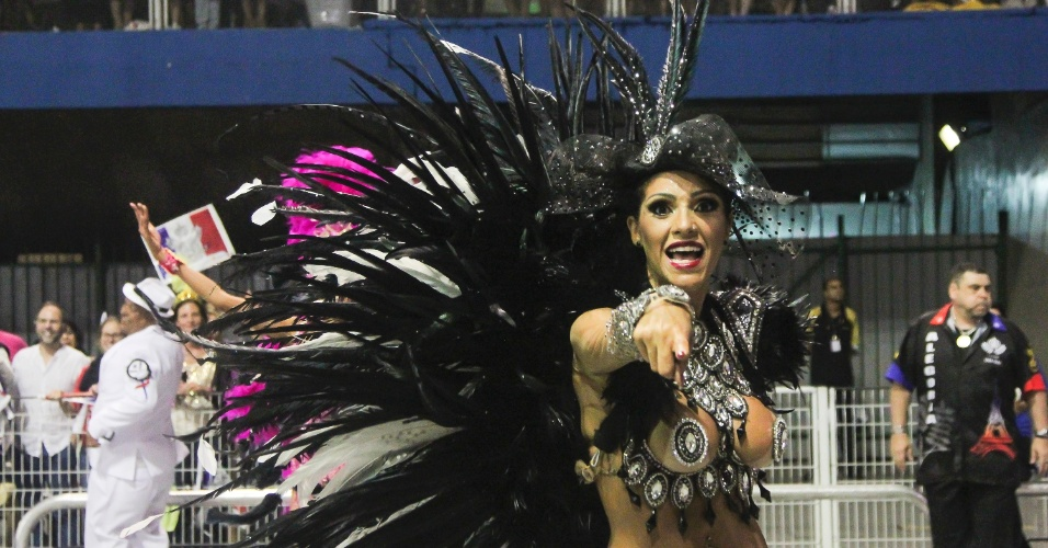 7.fev.2016 - Musa da Vai-Vai. A atual campeã do Carnaval paulista homenageou a França em seu enredo