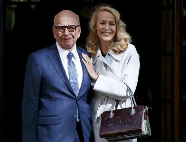 4.mar.2016 - Rupert Murdoch e Jerry Hall posam após se casarem em Londres - Reuters