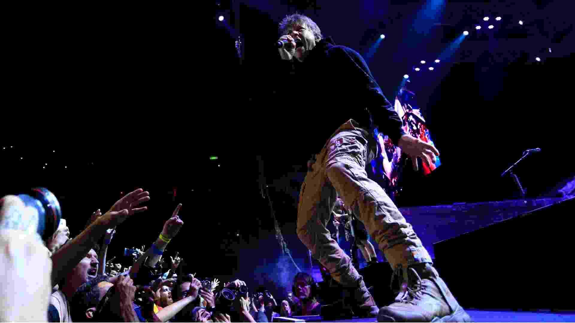 """17.mar.2016 - Bruce Dickinson, vocalista do Iron Maiden, abre a turnê brasileira  """"The Book of Souls"""" com um show no HSBC Arena, no Rio de Janeiro - Douglas Shineidr/UOL"""