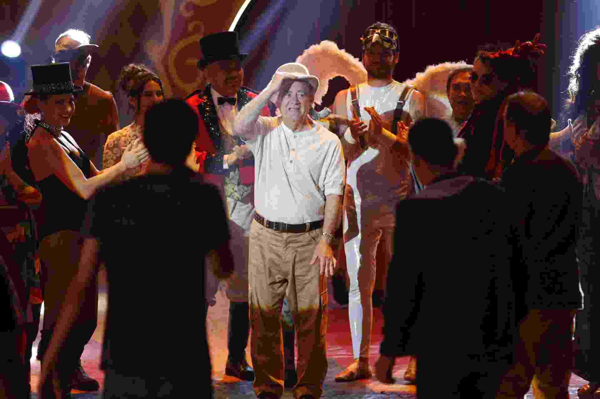 """Renato Aragão é aplaudido durante a gravação do número musical """"Hollywood"""", canção de Chico Buarque - Marcos Pinto/UOL"""