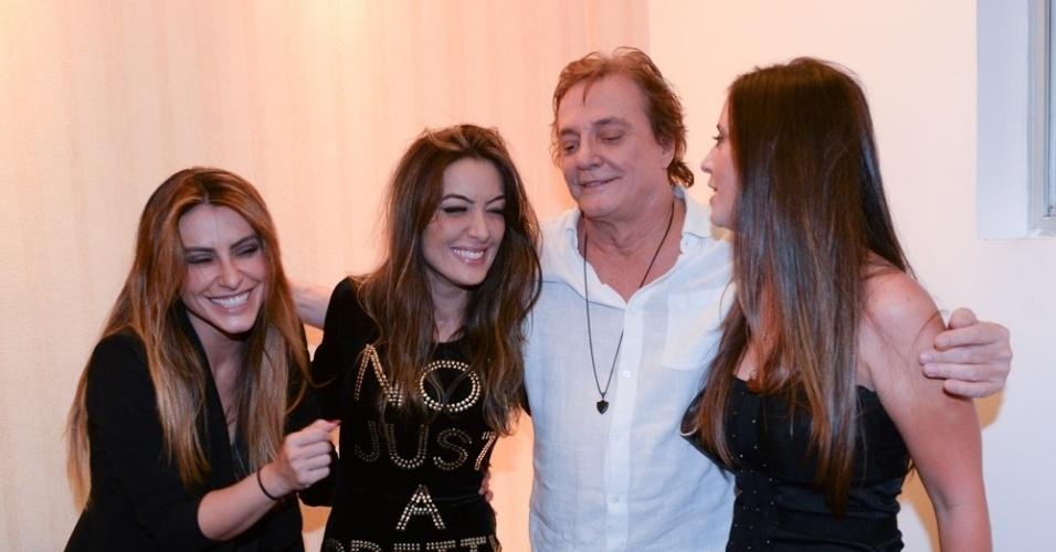 18.mar.2016 - No camarim, Fábio Jr. foi ofuscado pela beleza das três filhas: Cleo Pires, Tainá Galvão e Krízia Galvão