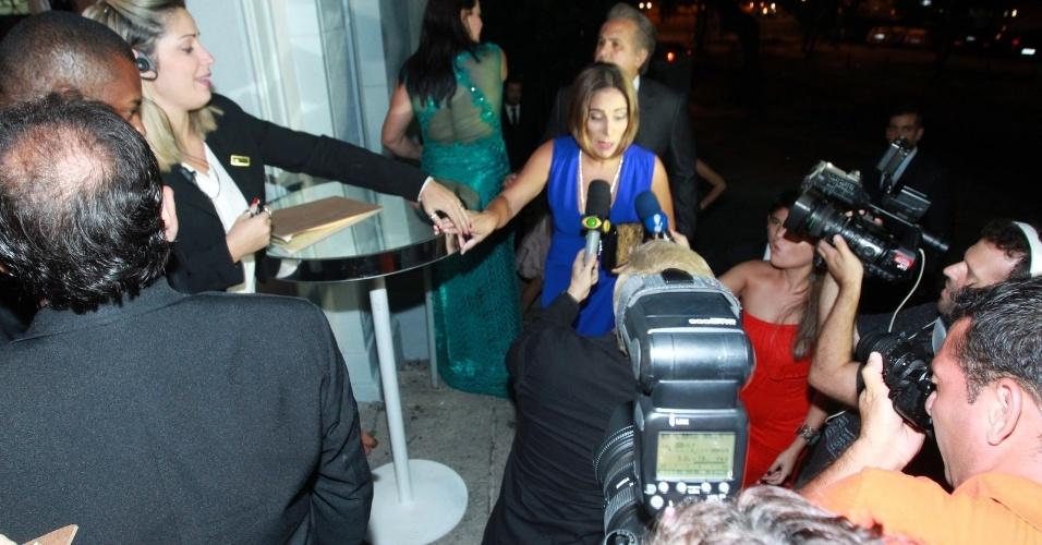 02.mar.2016 - A atriz Gloria Pires chegou a casamento de Eri Johnson e Alice Souto na igreja Santa Margarida