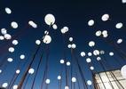 Iluminação diferente cria efeitos arrojados do jardim à sala de estar - Daniel Mansur/Divulgação
