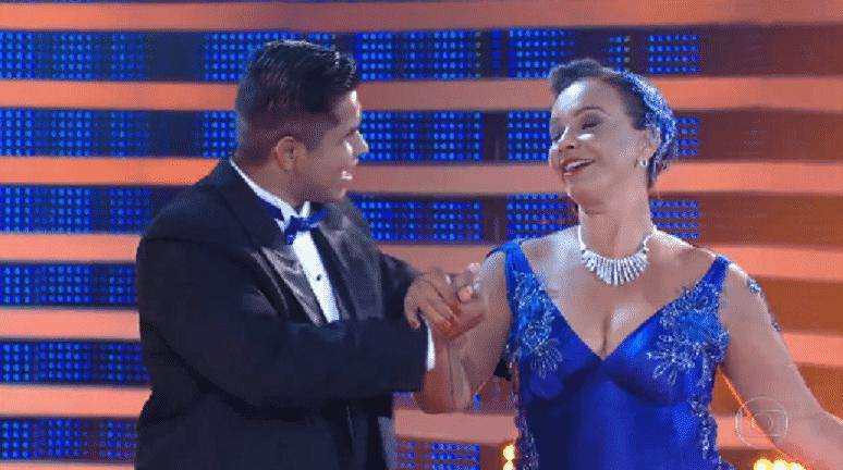 """30.out.2016 - Ao som de """"I?ve Got You Under My Skin"""", música de Frank Sinatra, Solange Couto errou alguns passos ao longo da execução da coreografia e, por isso, perdeu alguns décimos na nota dada pelo jurado técnico - Reprodução/TV Globo"""